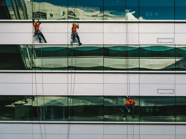 professionals cleaning windows in Manhattan